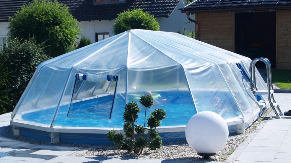 Cranpool Sonnedom Ist Eine Preisgünstige Überdachung. Das Bild Zeigt Ein  Schwimmbecken Royal Mit Geschlossenen Sonnendom