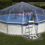 Cranpool Sun Remo als Aufstellbecken. Das Bild zeigt ein rundes Cranpool Sun Remo mit Sonnendom. In dem Becken schwimmen zwei Leute.