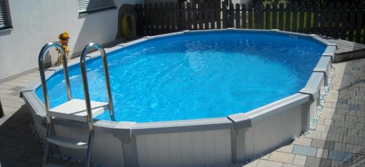 Cranpool Sun Remo ist ein Aufstellbecken mit einem stabilen Stahlmantel. Das Foto zeigt ein ovales Schwimmbecken Sun Remo.