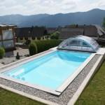 Heimwerker-Schwimmbecken Cranthermo mit Cabriodom Klassik. In das Schwimmbecken gelangt man über eine Ecktreppe. Die Ecktreppe kann je nach Bedarf angeordnet werden.