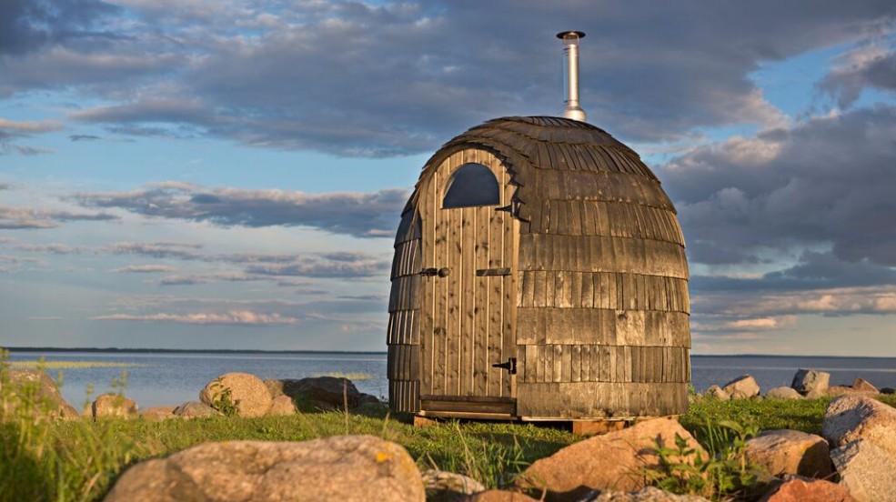 Cranpool Iglu Sauna Einraum überzeugt durch seine schöne Bauweise durch Schindeln.