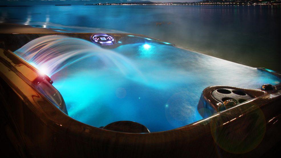 Bei betrachten des Bildes wird schnell klar, wie ein Whirlpool von Coast Spa einen positiven Einfluss auf Ihr Leben haben wird.