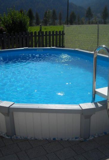 Stahlwand Becken Sun Remo in ovaler Form wie auf diesem Bild kann im Erdreich versenkt oder als Aufstellbecken montiert werden.